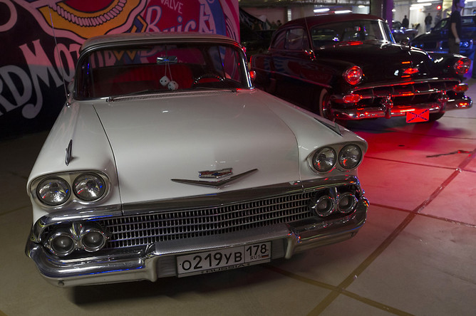 Chevrolet Bel Air 2 Door Hardtop (1958). American Car Show. Петербург, февраль 2014 г.